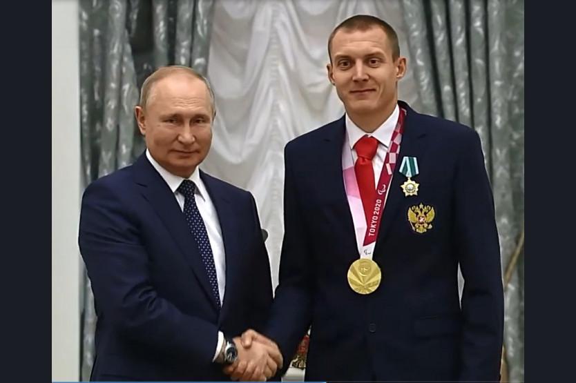 Фото В Новосибирске встретили чемпиона Паралимпийских игр Антона Кулятина 3