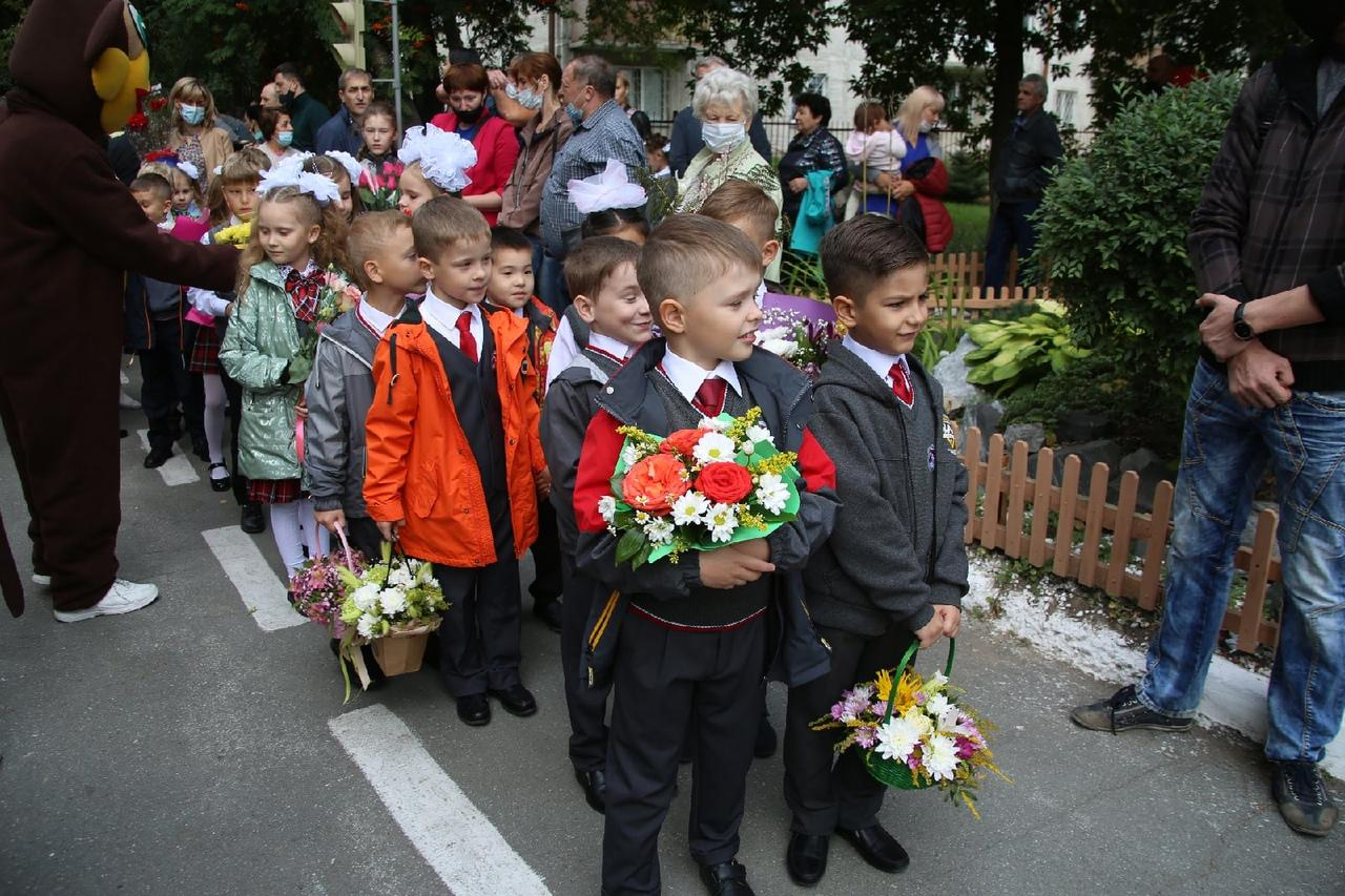 Фото Торжественные линейки в честь 1 Сентября начались в Новосибирске 9