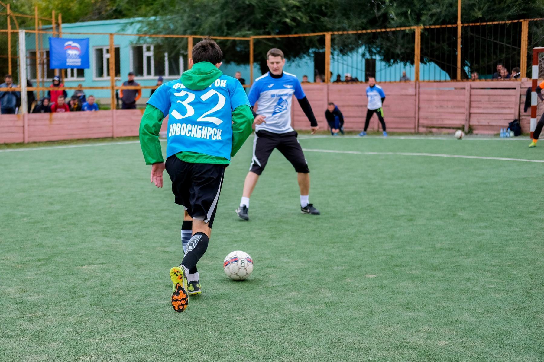 Фото Футболисты из Оби выиграли турнир по мини-футболу 4