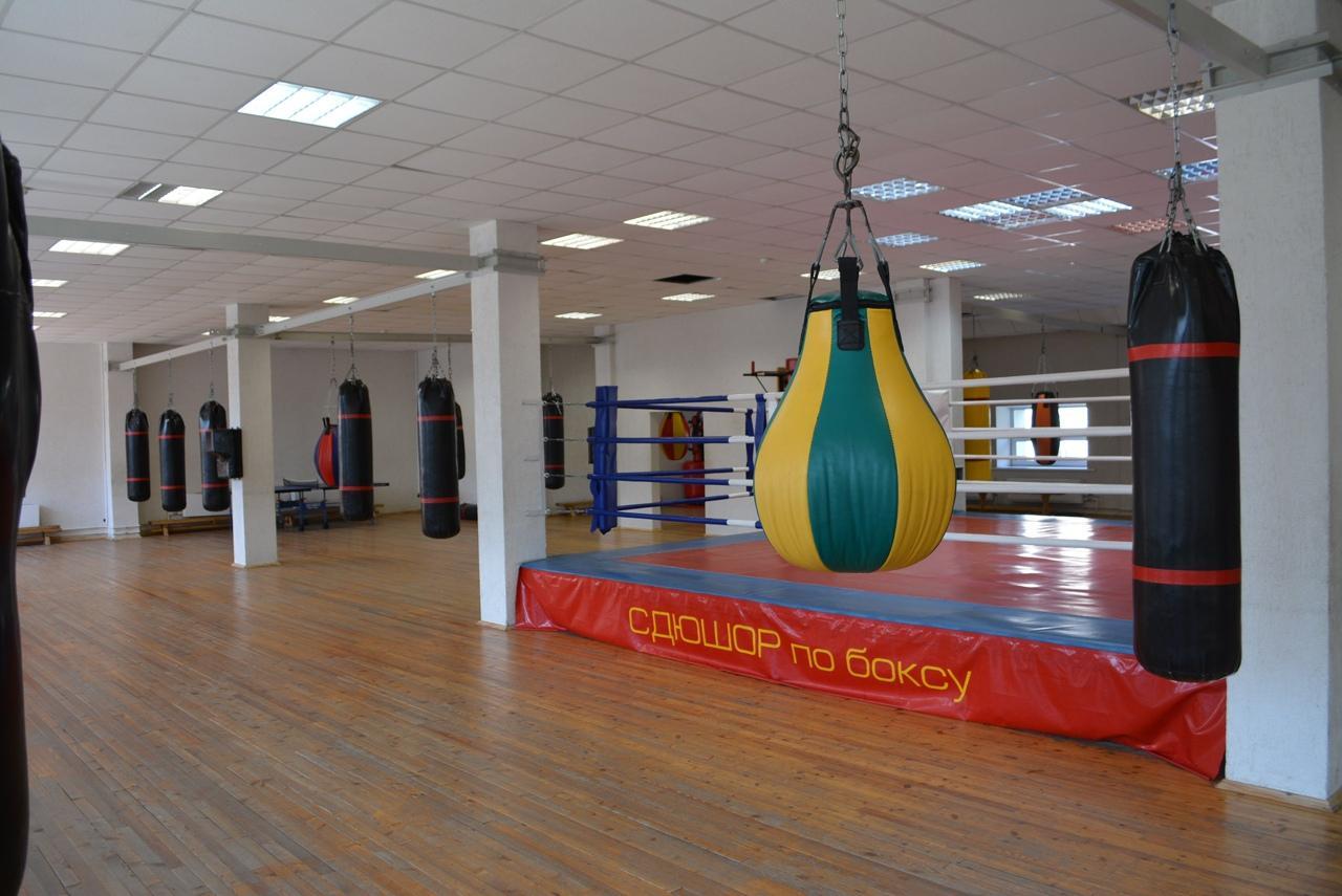 Фото «Борщнул немного»: директор школы бокса в Новосибирске объяснил конфликт ученика с тренером из-за длинной чёлки 4