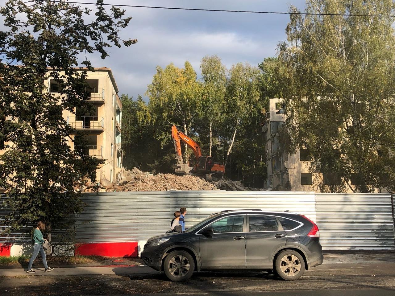 Фото В новосибирском Академгородке начали сносить общежитие № 3 2