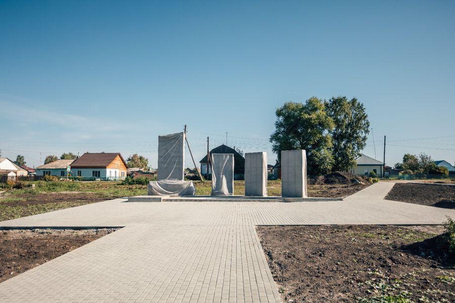 Фото В селе Поваренка подрядчик вовремя не сдал сквер воинам Великой Отечественной войны 2
