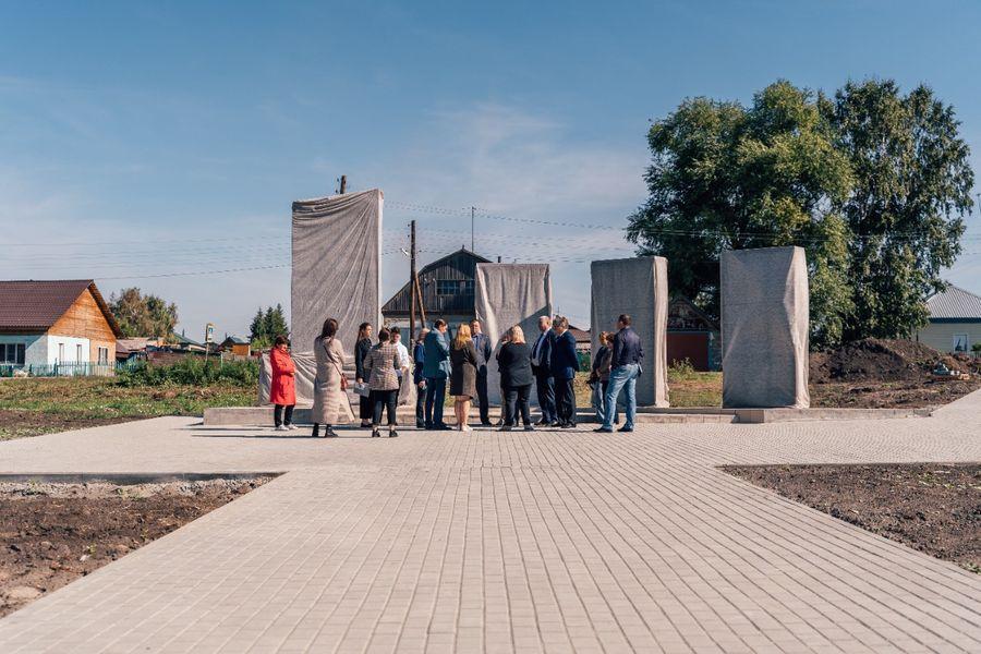 Фото В селе Поваренка подрядчик вовремя не сдал сквер воинам Великой Отечественной войны 7