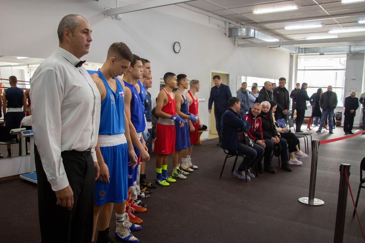Фото «Настоящее рубилово»: бывший гимнаст, программист и 40-летний фитнес-тренер проверили себя на прочность на боксёрском ринге в Новосибирске 2