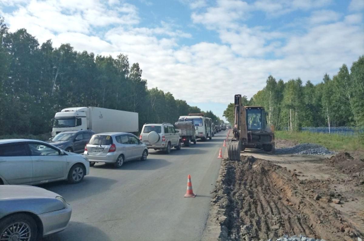 Фото Пробка длиной в два года: почему ремонт улицы Кедровой в Новосибирске превратился в ад для автомобилистов 3