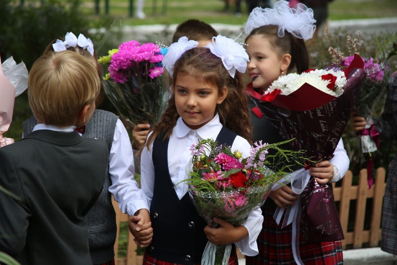 Фото Торжественные линейки в честь 1 Сентября начались в Новосибирске 5