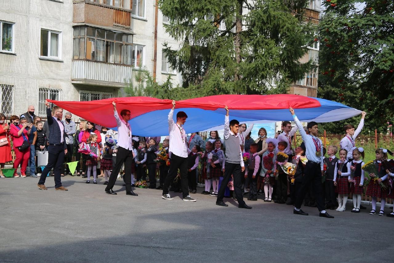 Фото Торжественные линейки в честь 1 Сентября начались в Новосибирске 6