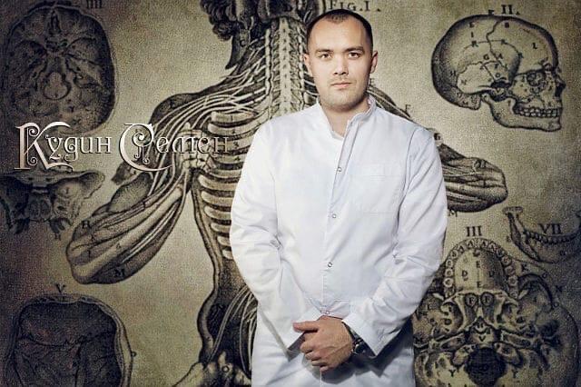 Фото «Для вас я господин доктор»: в Новосибирске дошло до суда громкое дело о драке с врачом скорой из-за бахил 2