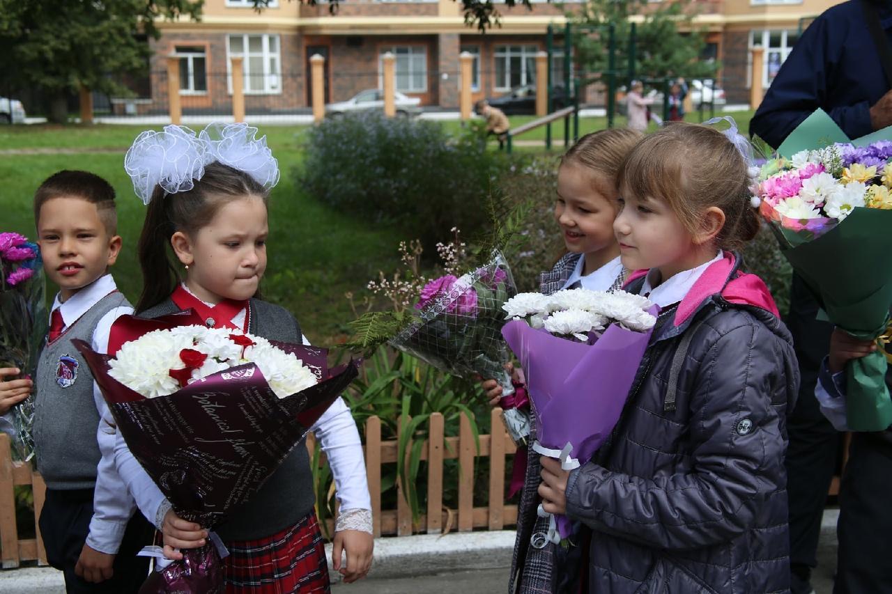 Фото Торжественные линейки в честь 1 Сентября начались в Новосибирске 13