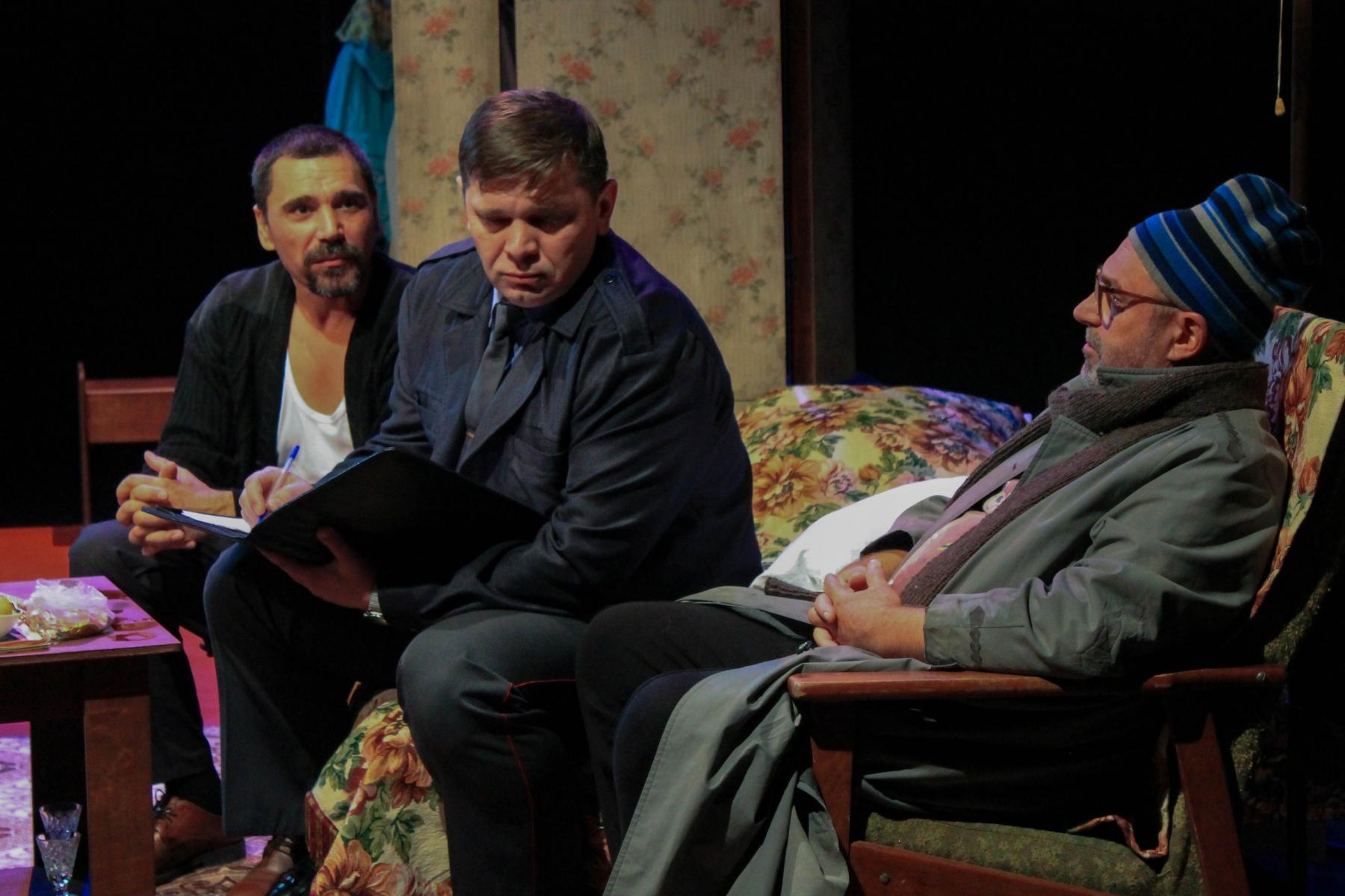 Фото Гудбай, Америка: в новосибирском «Красном факеле» показали спектакль о любви в коммунальной квартире 10
