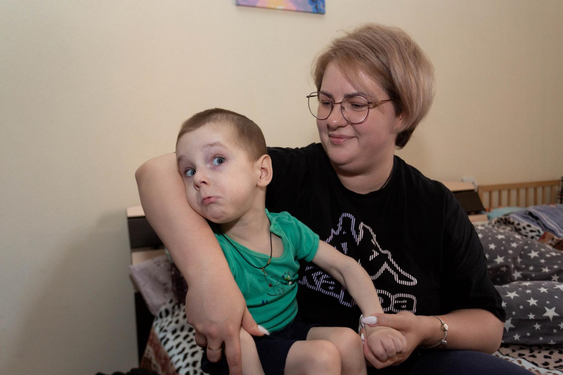 Фото История особенного мальчика Саши – такие дети рождаются один на миллион 12