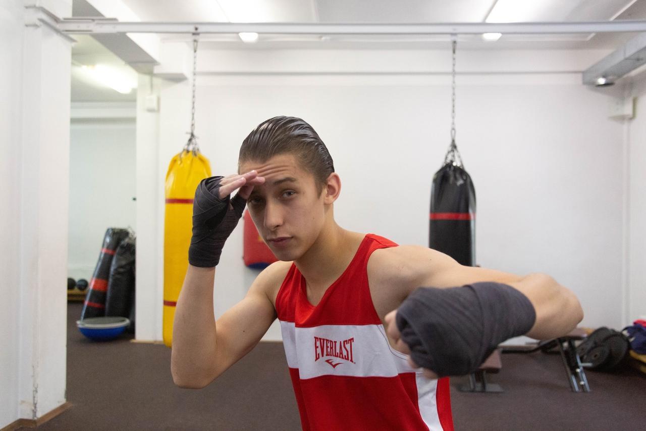 Фото «Настоящее рубилово»: бывший гимнаст, программист и 40-летний фитнес-тренер проверили себя на прочность на боксёрском ринге в Новосибирске 3