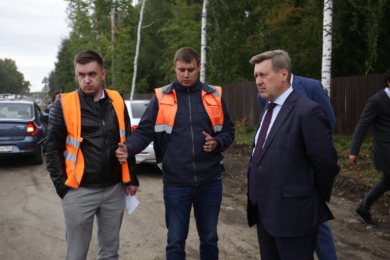 Фото Пробка длиной в два года: почему ремонт улицы Кедровой в Новосибирске превратился в ад для автомобилистов 4