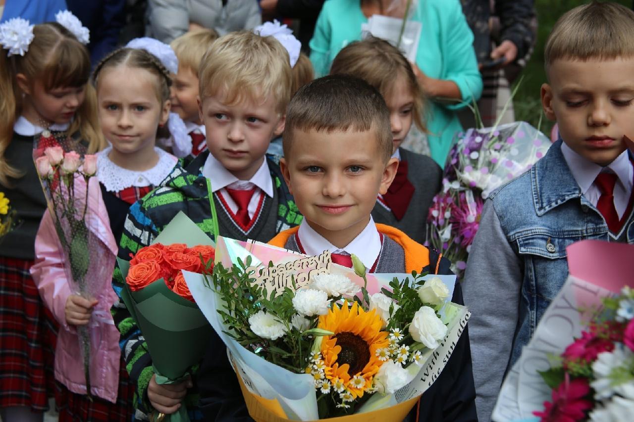 Фото Торжественные линейки в честь 1 Сентября начались в Новосибирске 11