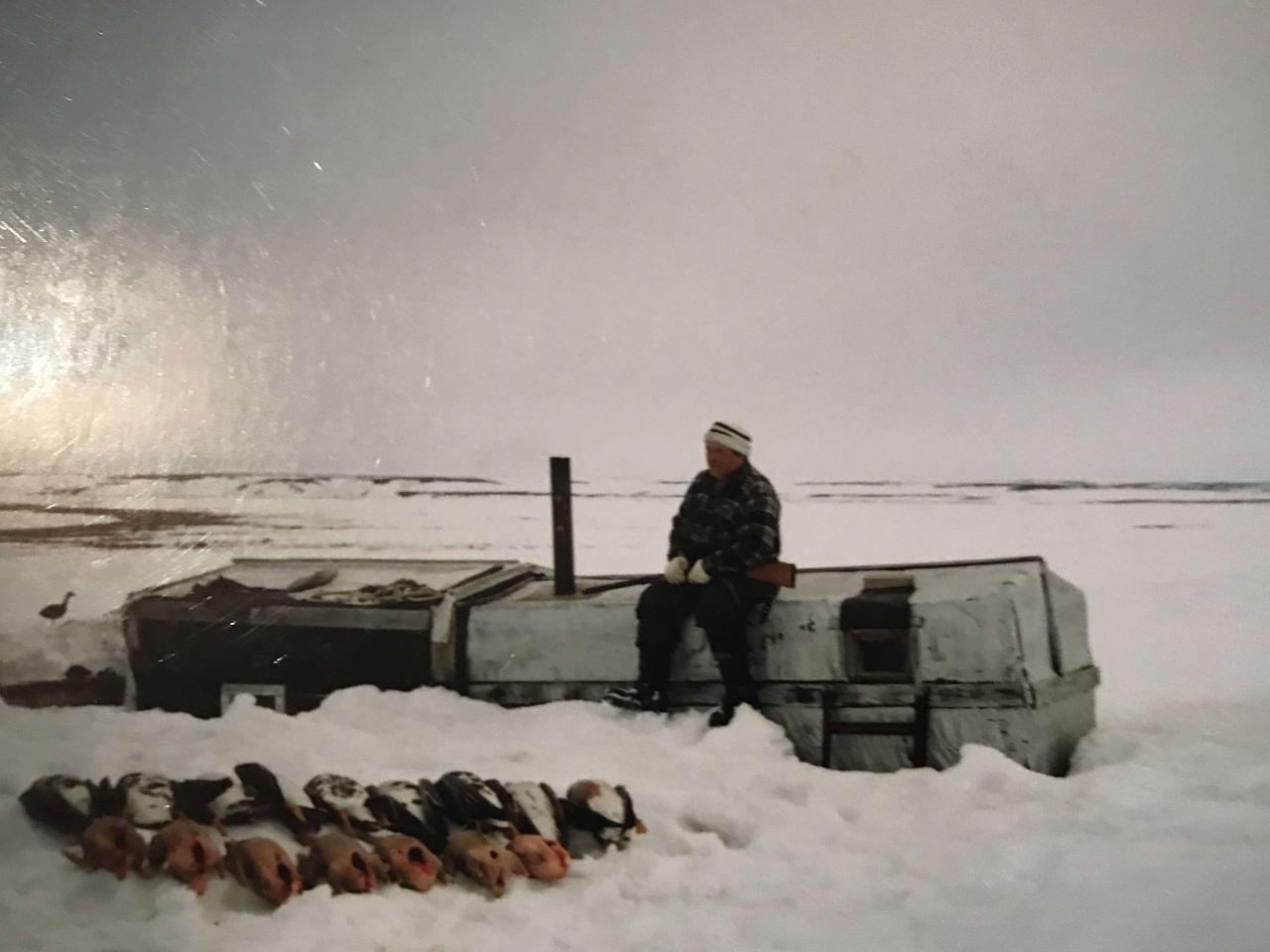 Фото Человек-тундра: 77-летний пенсионер из Томска отправился в дикую глушь, чтобы сжечь охотничью базу погибшего сына 7